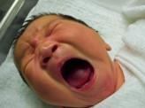 """[木村映里]母性は本能という妄想:年間6万件の児童虐待の加害者1位は""""実母""""〜「電車の中でぐずる赤ちゃんと慌ててあやす母親」を見て、あなたはどう思いますか?"""