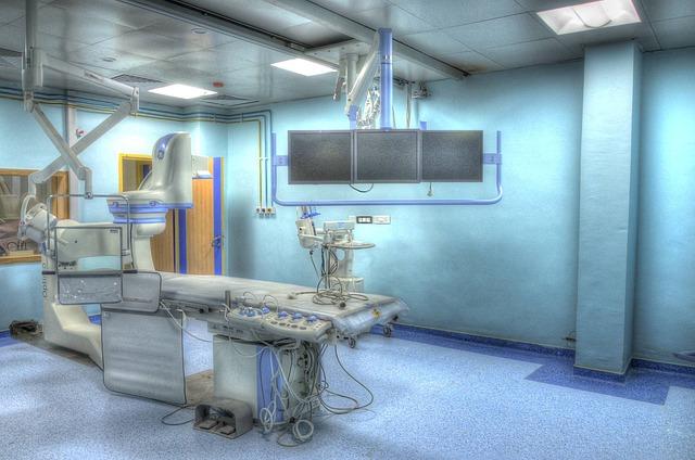 operation-theatre-555088_640
