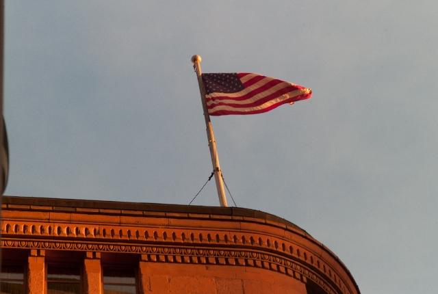 揺れる星条旗