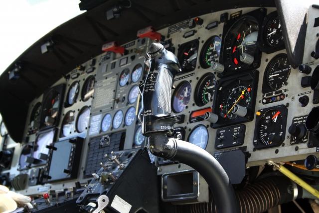 飛行機の操縦席。