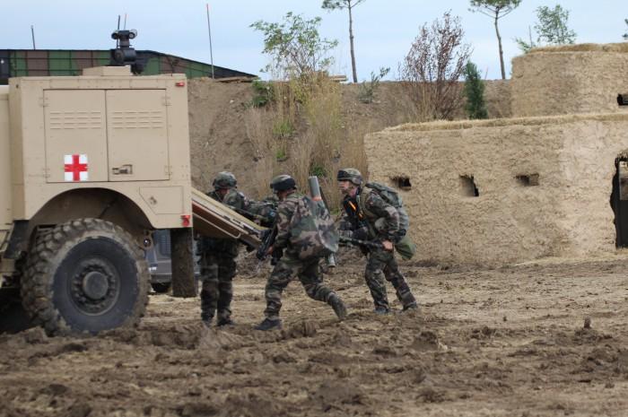 0403戦場には装甲野戦救急車が必要だ。