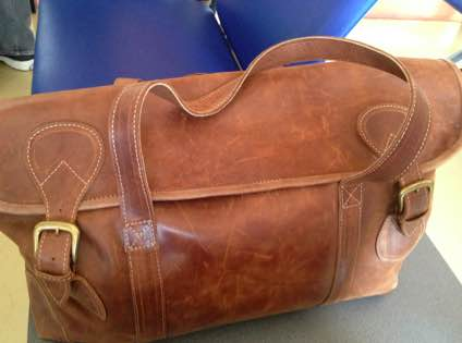 エチオピア産の革のバッグ。アディス・アババでもこのような革製品が売られているのをよく見かける。デザインもなかなかおしゃれだ。Photo/Kaori Tawara