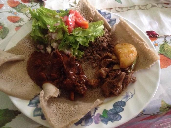 エチオピアの主食インジェラ。エチオピア人が愛してやまない。Photo/Kaori Tawara
