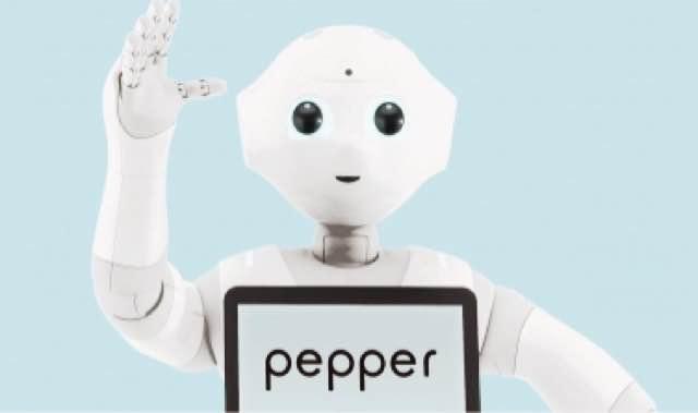 世界初のヒト型ロボット「ペッパー」