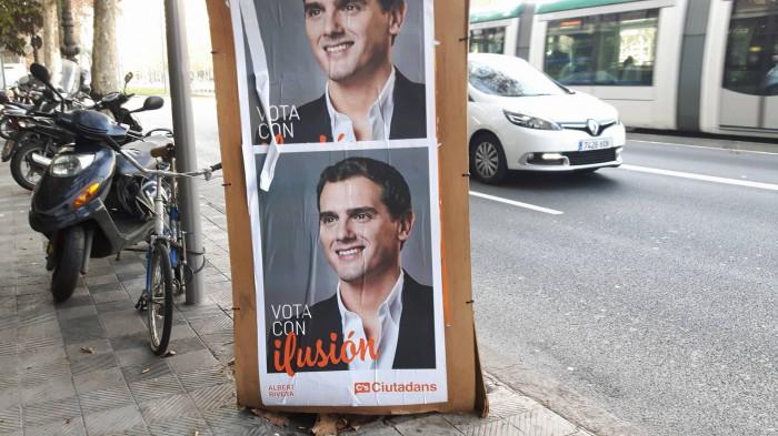 バルセロナ市内に貼られた市民党のポスター