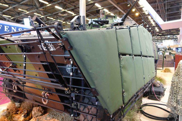 仏陸軍のVBCIはマット装甲と格子装甲を増加している。