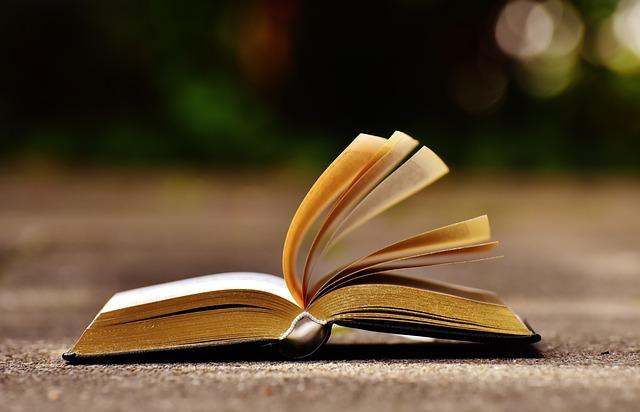 book-1738609_640