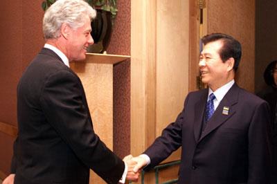 金大中韓国元大統領とクリントン元米大統領
