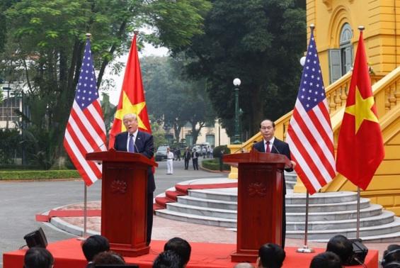 トロン・ダイクアン大統領とドナルド・トランプ大統領