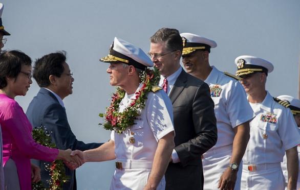 写真)ベトナムのダナン港の歓迎式典